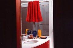 01-bagno-e-mobile-rosso