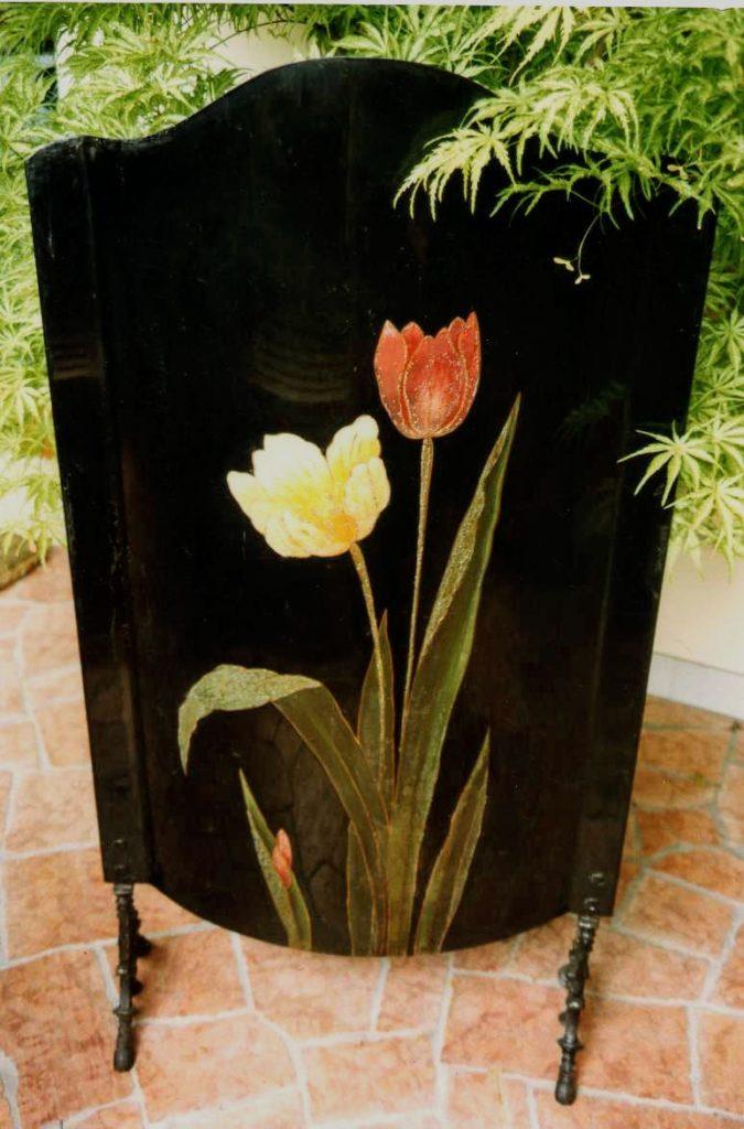 Parafuoco con fiori vivaci
