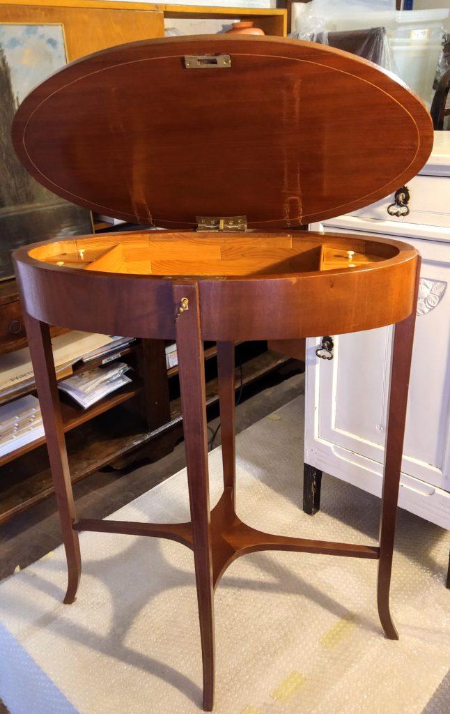 tavolinetto ovale aperto